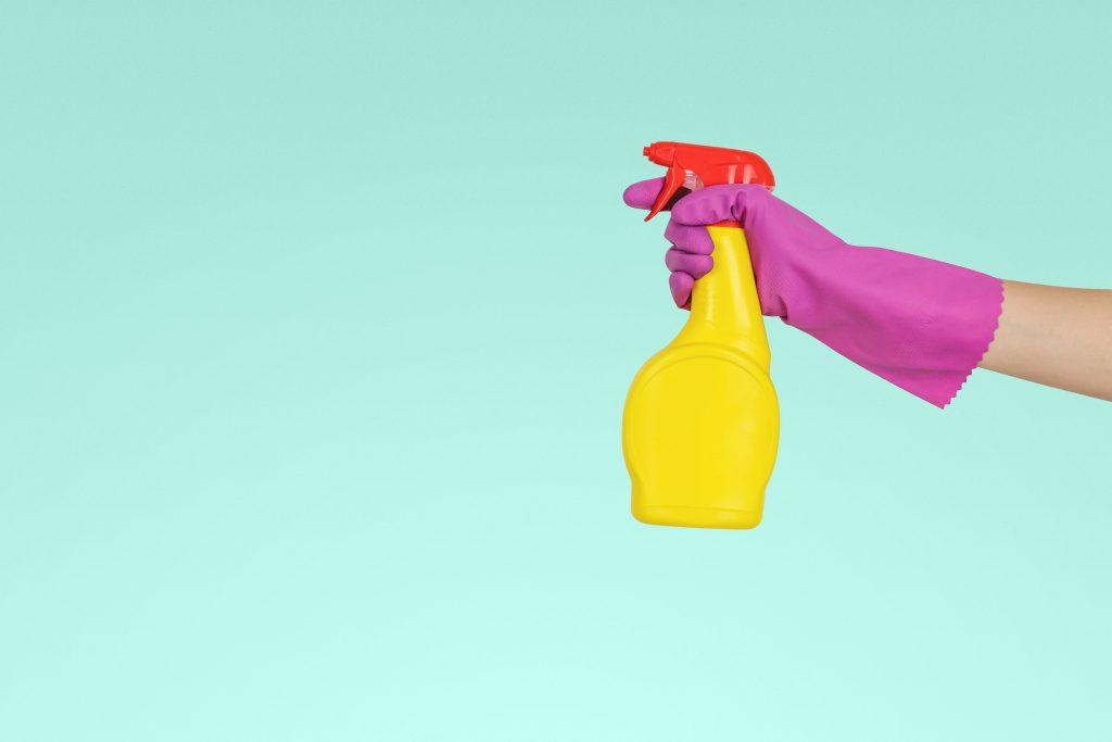 Spray_bottle_rubber_gloves